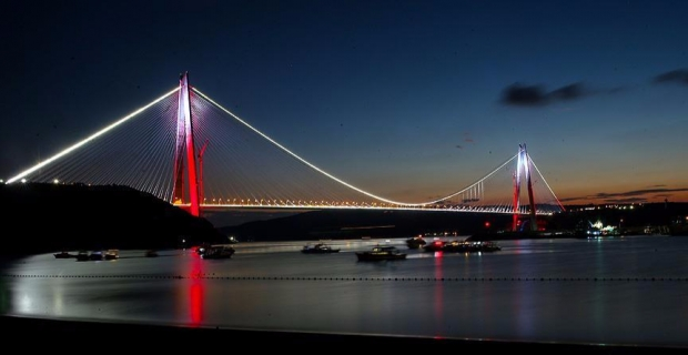 Yavuz Sultan Selim Köprüsü'nde araç alev alev yandı!
