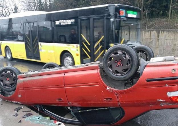 Patron çıldırdı! Araçları forkliftle yola fırlattı