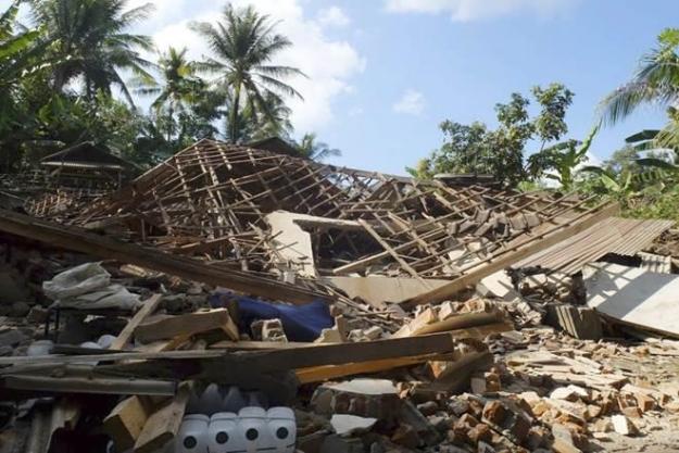 Endonezya'da 400'e yakın kişi hayatını kaybetti