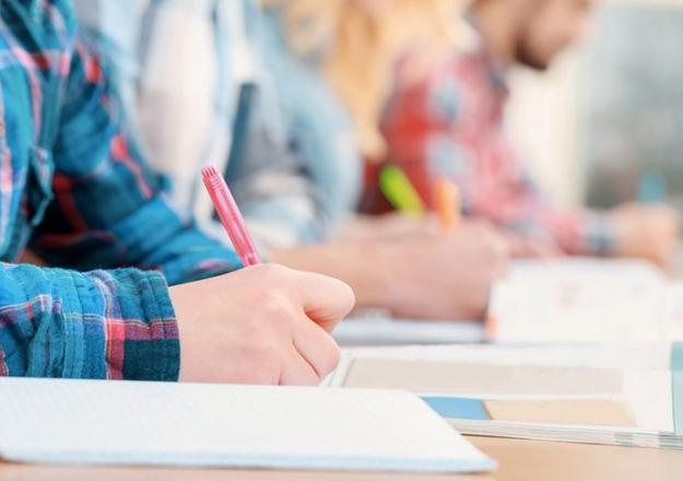 Sınav değil sorular değişiyor! Bakandan kritik açıklama