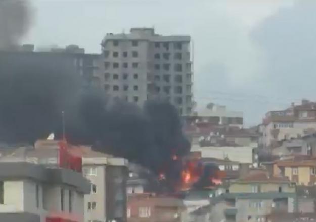 Halkalı'daki apartmanda yangın!