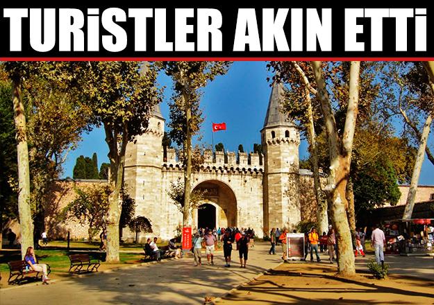 Turistler Topkapı Sarayı'na akın etti