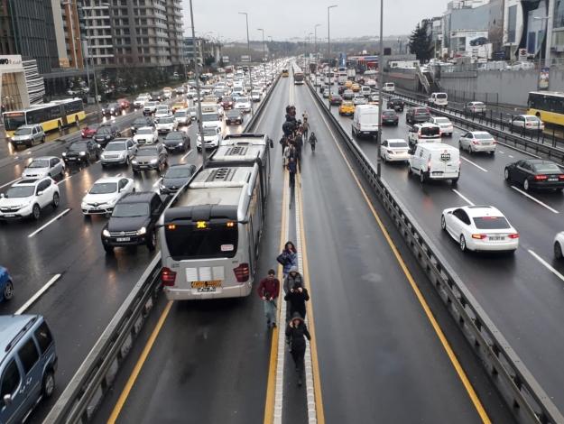 Şirinevler'de metrobüs arızası