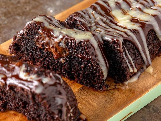 Gelinim Mutfakta çikolata soslu çaylı kek nasıl yapılır? Tarifi ve malzemeleri nedir