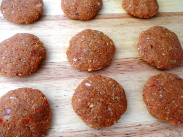 Gelinim Mutfakta tavuklu bulgur köftesi nasıl yapılır? Tarifi ve malzemeleri nedir