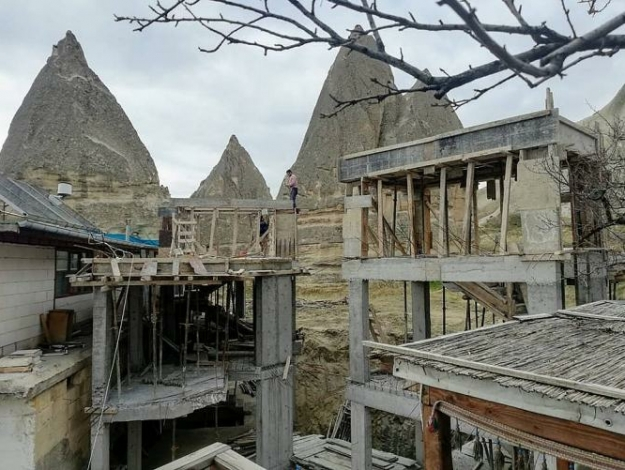 Peri bacaları yanndaki inşaata yıkım kararı