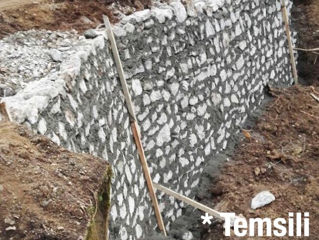Tuzla'da istinat duvarı devrildi! Faciadan dönüldü