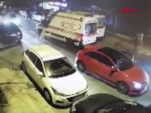 Bakırköy'de ambulans şoförüne darp!