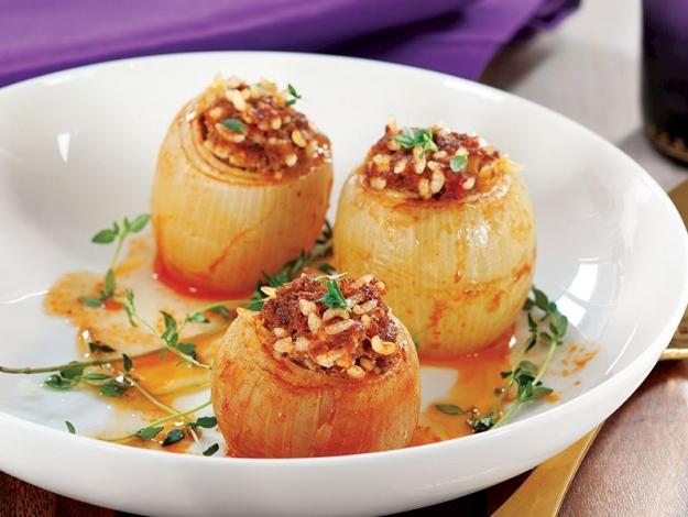 Gelinim Mutfakta kıymalı soğan dolması nasıl yapılır? Tarifi ve malzemeleri nedir