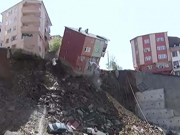 Duvar çöktü bina yıkıldı