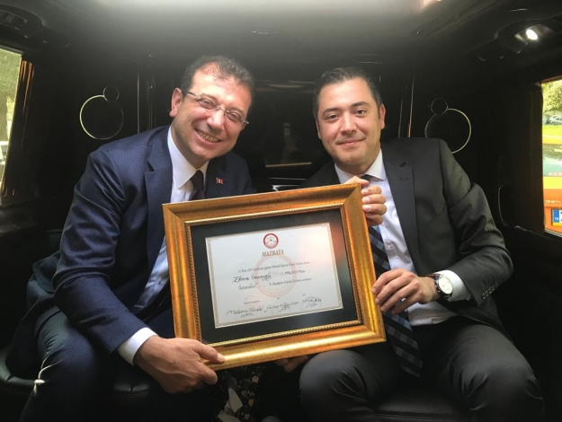 İstanbul'un yeni Belediye Başkanı Ekrem İmamoğlu! Mazbatasını aldı