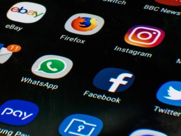 Whatsapp, Instagram ve Facebook neden açılmıyor? Çöktü mü