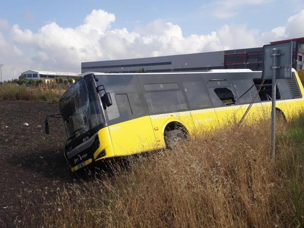 İETT otobüsü kaza yaptı