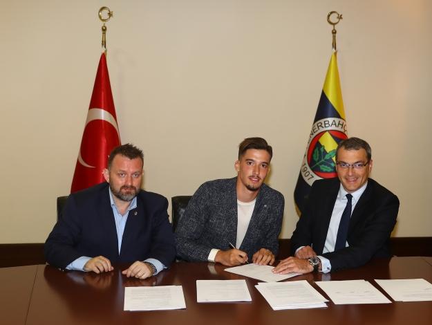 Altay Bayındır Fenerbahçe'de