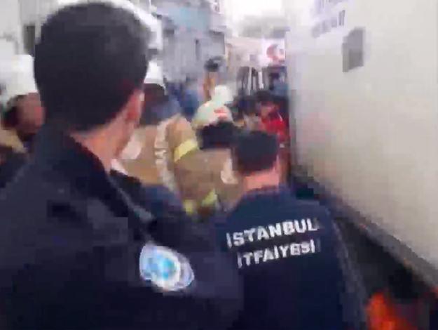 Fatih'te kamyonetin altına kalan kadın hayatını kaybetti