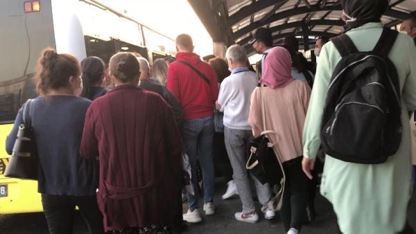 metrobüs durağı