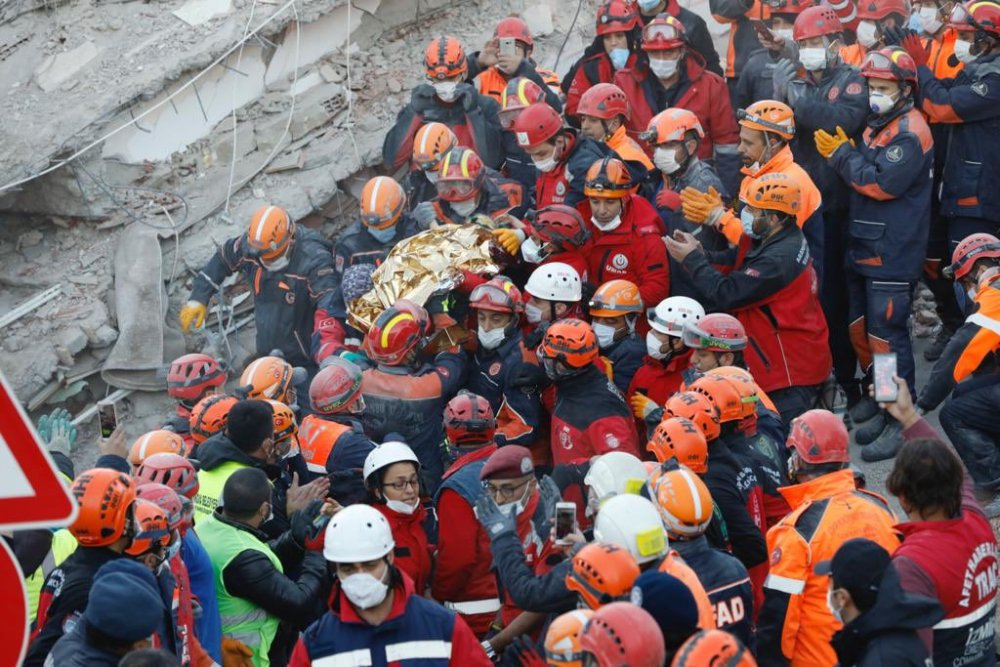 izmir depremi kurtarma ekipleri elif perinçek