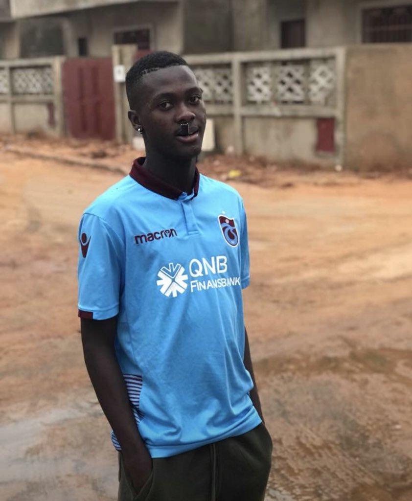 Zargo Toure transfer olduğu Trabzonspor'a kısa sürede uyum sağlarken Senegal'de bulunan kardeşi Ibrahima'ya da formasını göndermiş. Senegal sokakları da artık bordo mavi.