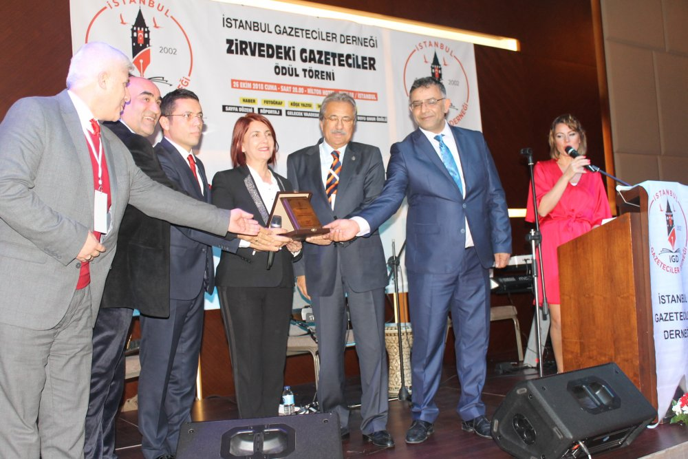 istanbul gazeteciler derneği zirvedeki gazeteciler ödül töreni