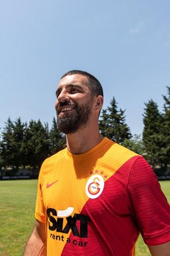 Galatasaray 2021/2022 iç saha forması