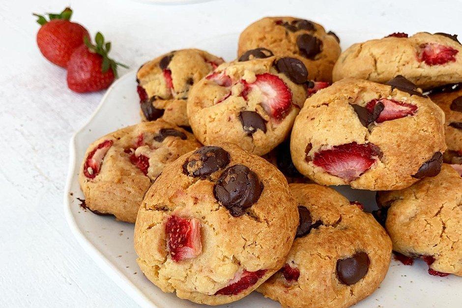 Çikolatalı ve çilekli kurabiye