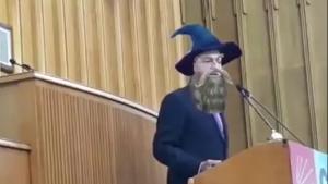 Kılıçdaroğlu Gandalf kostümüyle konuştu!