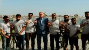 Hacca gitmek için bisikletle Londra'dan yola çıkan grup, Erdoğan ile görüştü