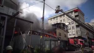 Sultangazi'de araç parçalarının bulunduğu tamirhanede yangın
