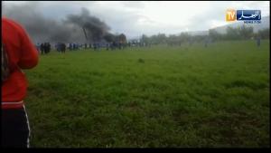 Cezayir'de askeri uçak düştü: 200 ölü var
