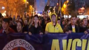 Avcılar'da Fenerbahçeli taraftarlardan kadına destek analara küfür