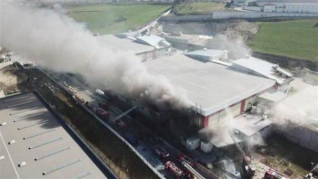 Arnavutköy Hadımköy'de fabrika yangını videosu