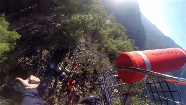 Dağda ayağı kırılan Ukraynalı kadın helikopterle kurtarıldı