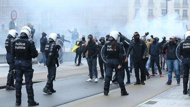 Brüksel'de polisten aşırı sağcı ve göç karşıtı gösteriye gaz bombalı müdahale