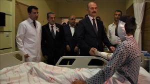 İçişleri Bakanı Soylu, yaralı askerleri ziyaret etti